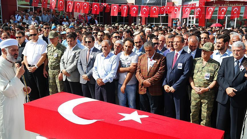 Şehit Piyade Uzman Çavuş Torunoğlu'nun cenazesi toprağa verildi