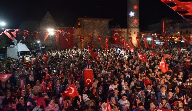 Dadaşlar Sultan Fatih Han'ın askerleri gibi nöbet tutuyor