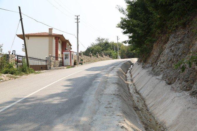 Sapanca'da beton yağmur suyu kanallarına düzenleme yapıldı