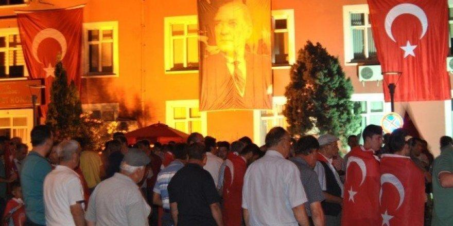 Hayrabolu'da demokrasi nöbeti devam ediyor