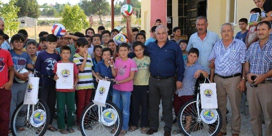 Başkan Tollu'dan Kuran Kursu öğrencilerine hediye