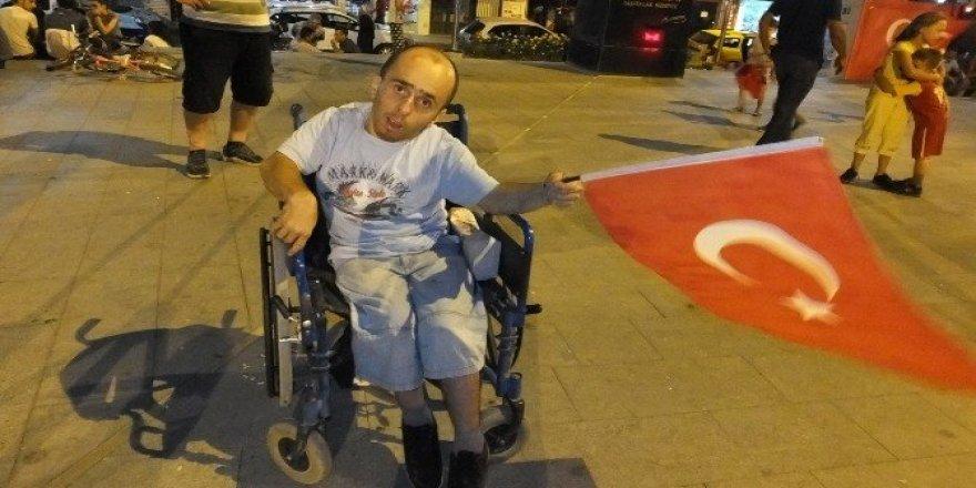 Burhaniye'de demokrasi nöbetine engelli desteği