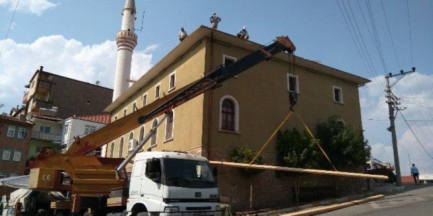Hisarcık Çarşı Camii'nde bakım ve onarım çalışması