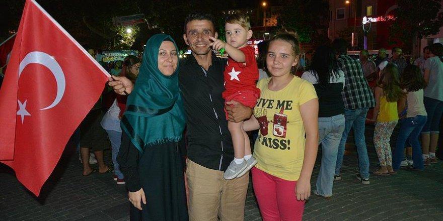 'Emine ve Recep Tayyip Erdoğan' da demokrasi nöbetinde