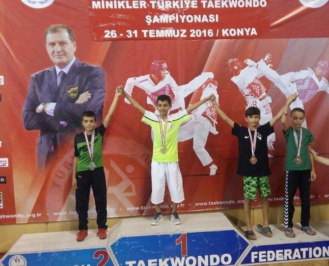 Taekwondo Türkiye Şampiyonu Enes Güneş gururlandırdı