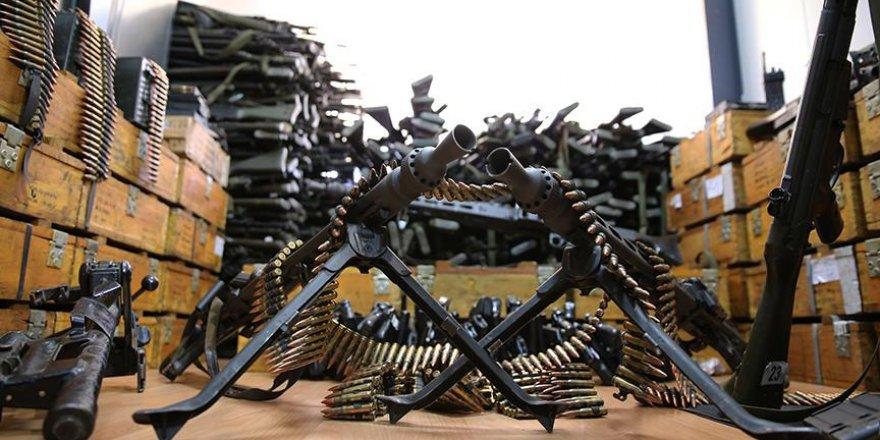 FETÖ'nün darbe girişimi sırasında kullanılan silah ve mühimmatlar basına gösterildi