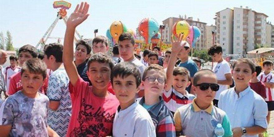 Kur'an Kursu öğrencilerinin lunapark sevinci
