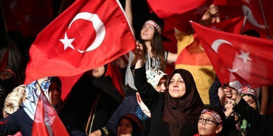 Tanklara göğsünü siper eden kahraman Başakşehir'de