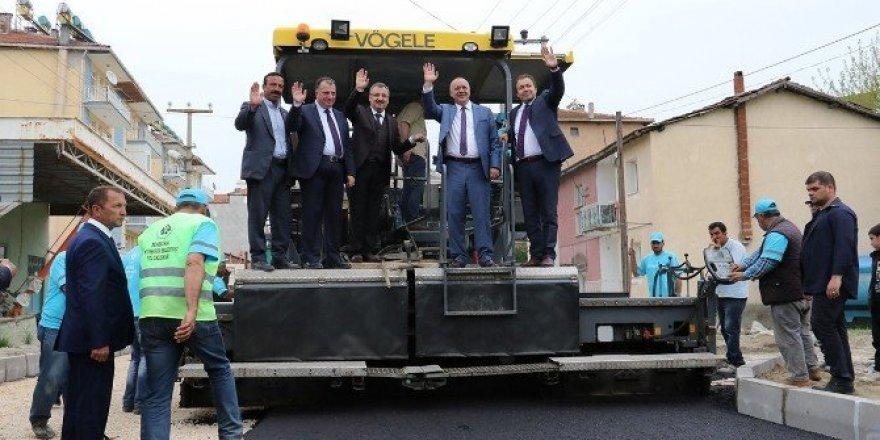Manisa Büyükşehir'den 60 günde bin 500 kilometre asfalt