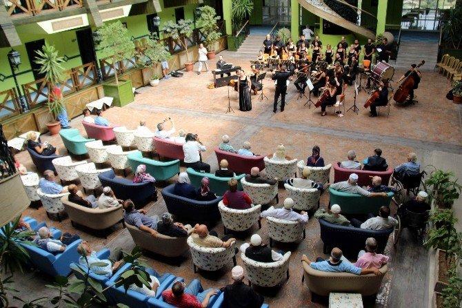 Huzurevinde opera konseri