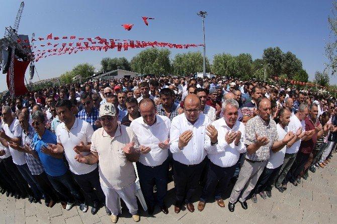 Gölbaşı'nda demokrasi şehitleri için gıyabi cenaze namazı kılındı