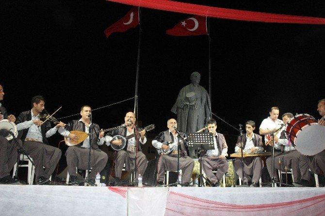 Demokrasi nöbetinde vatandaşlar türkülere eşlik etti