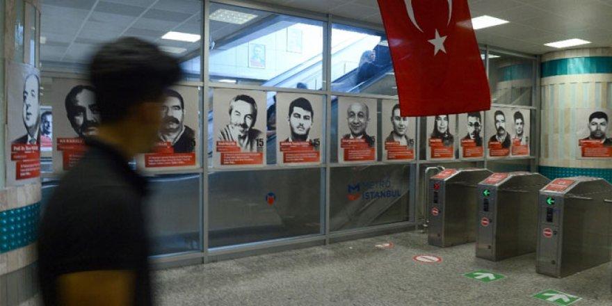 Resimleri metro istasyonunun duvarlarına asıldı