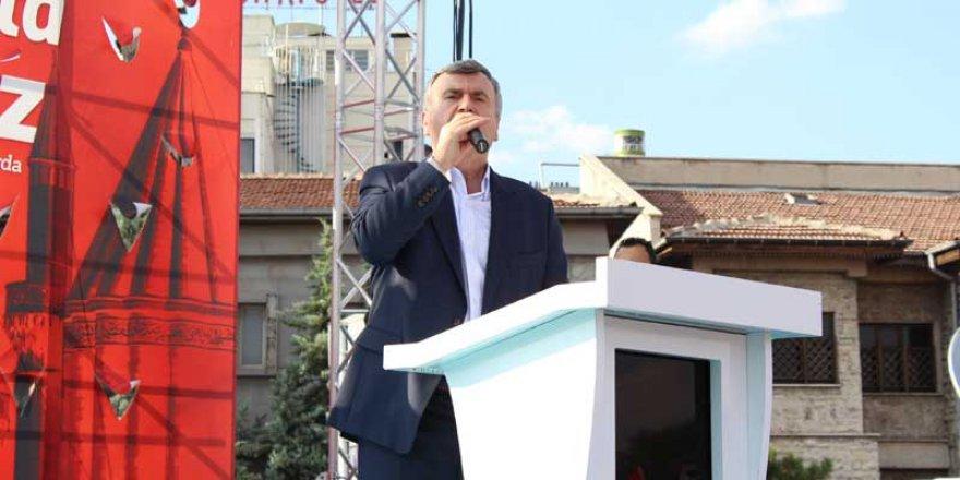 Tahir Akyürek: Türk milleti tüm dünyaya bir mesaj verdi
