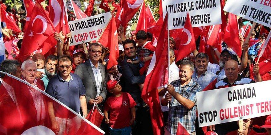 Kanada'da binlerce kişi FETÖ'yü protesto etti