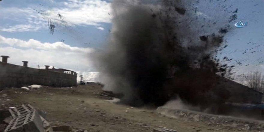Briket yüklü kamyonun geçişi sırasında patlama: 1 ölü