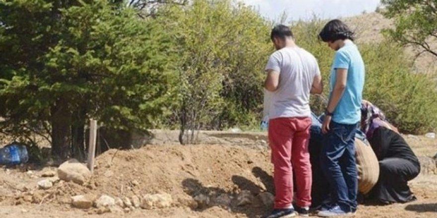 Darbeci öğretmen Konya'da toprağa verildi