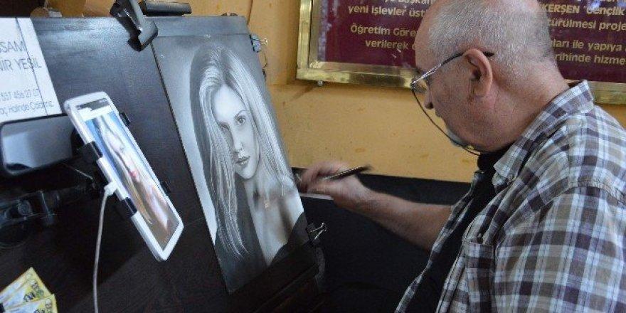 Binlerce kişiyi resmetti, eşinin bir kere bile resmini çizmedi