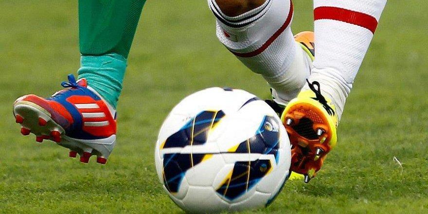 6 kıtada da oynayan ilk futbolcu oldu!