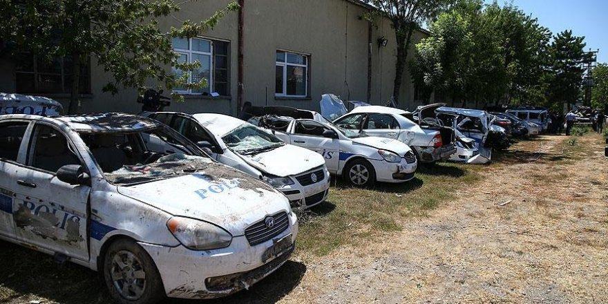Ankara'da 55 polis aracı ağır hasar aldı