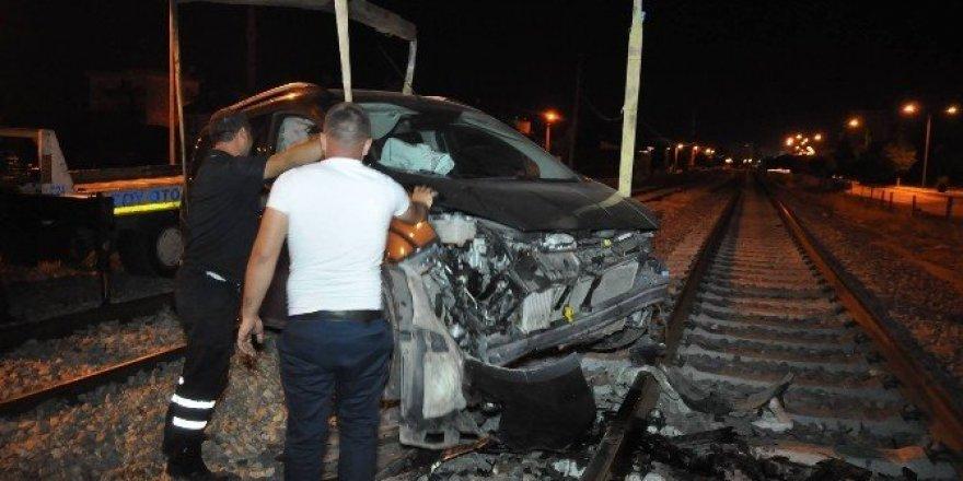 Yolun bittiğini anlayamadı tren yoluna daldı: 3 yaralı