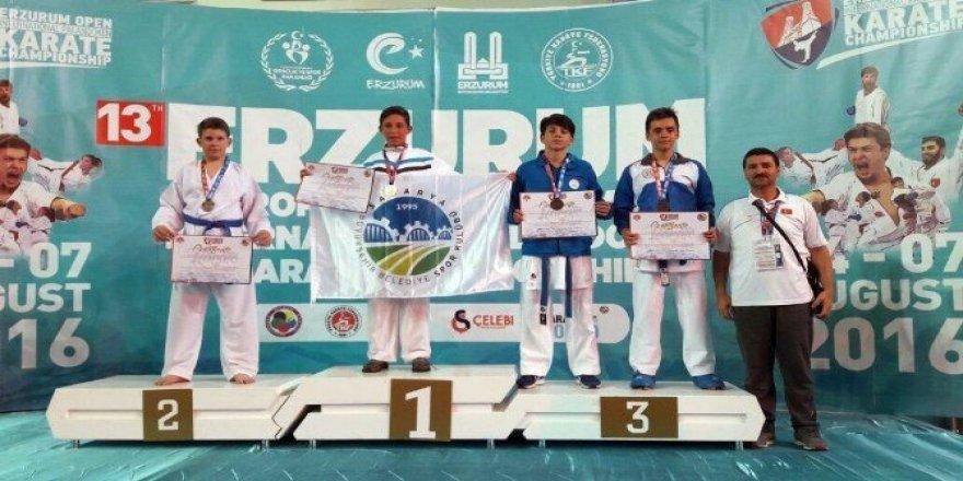 Yalovalı karateciler Erzurum'da 5 madalya kazandı