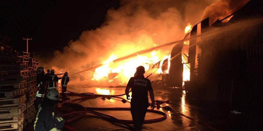 Konya'da palet fabrikasında büyük yangın