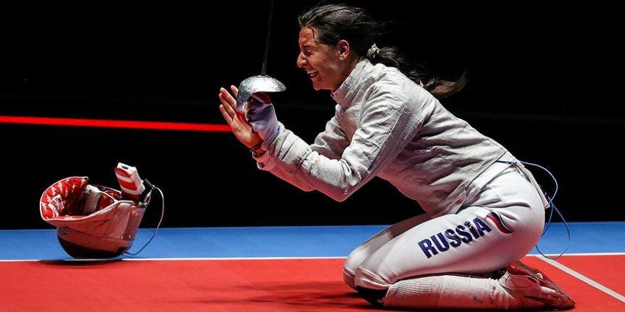 Altın madalya Rus eskrimcinin