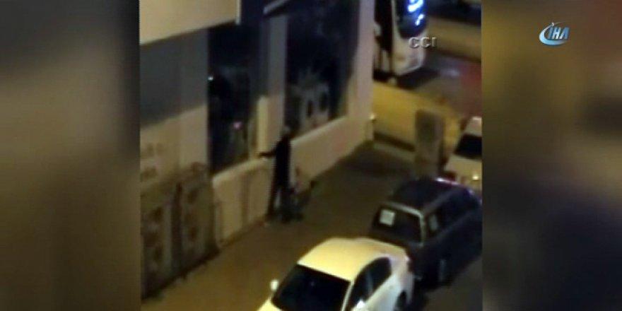 Çevredeki vatandaşlara aldırış etmeden mağazayı soydular