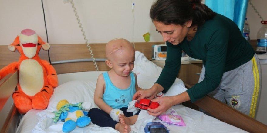 3 yaşında altı ameliyatla tanışan Abdulsamet yardım bekliyor