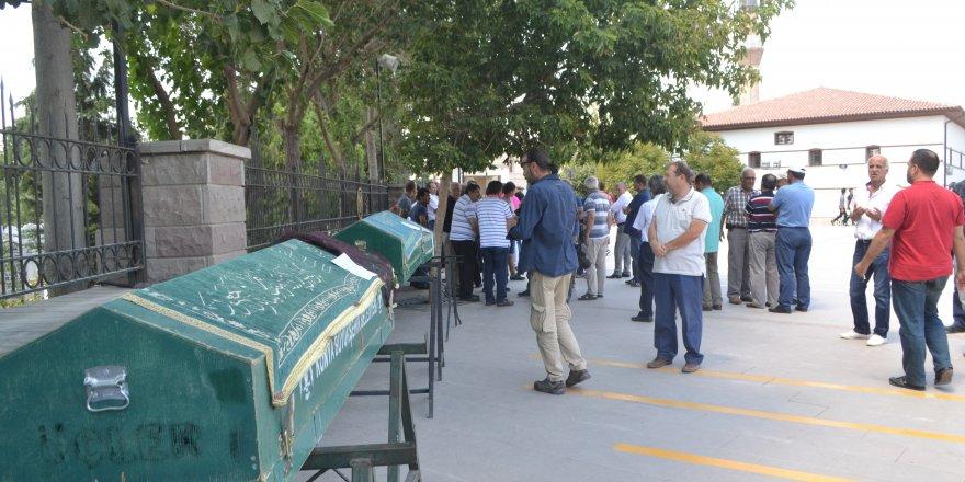 Denizde boğulan baba, kızı ve oğlu Konya'da defnedildi
