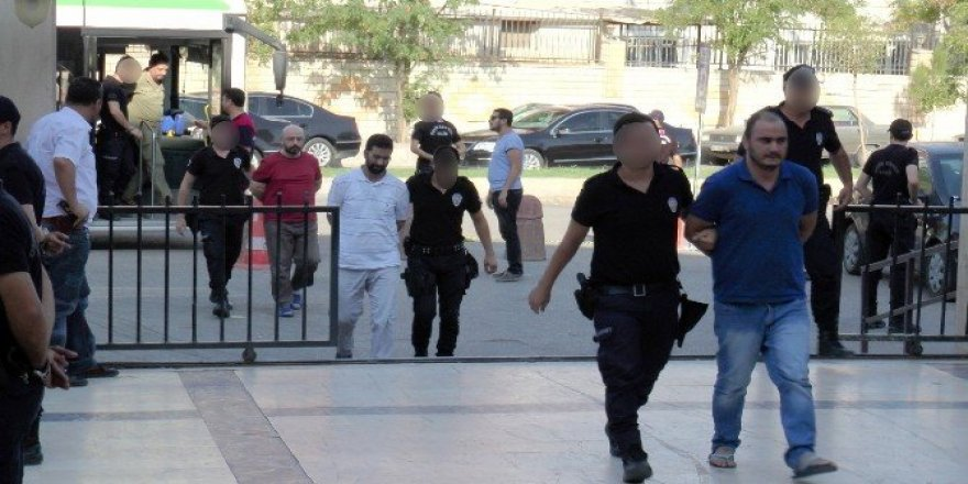 Gözaltındaki 52 akademisyen adliyeye sevk edildi
