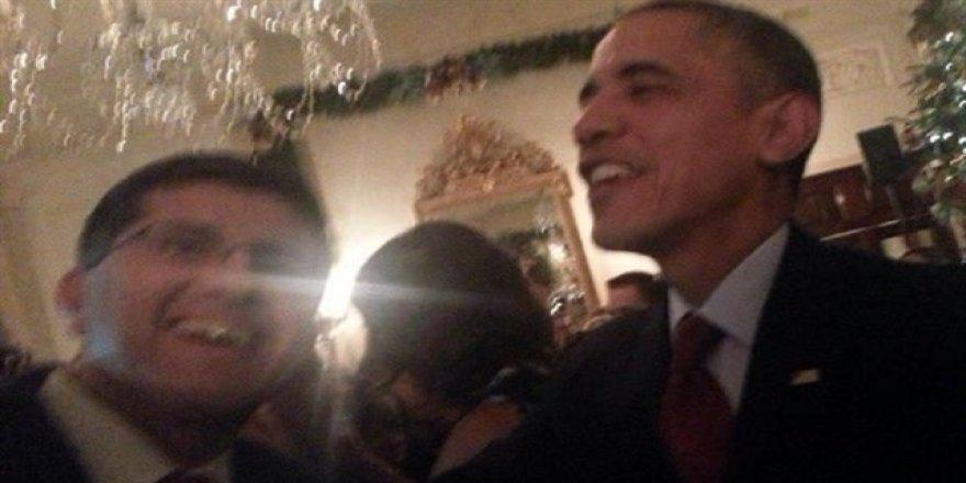 Obama darbecilerle selfie yaptı