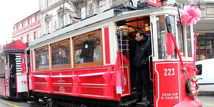 Nostaljik tramvayda 'nostaljik müzik'le seyahat