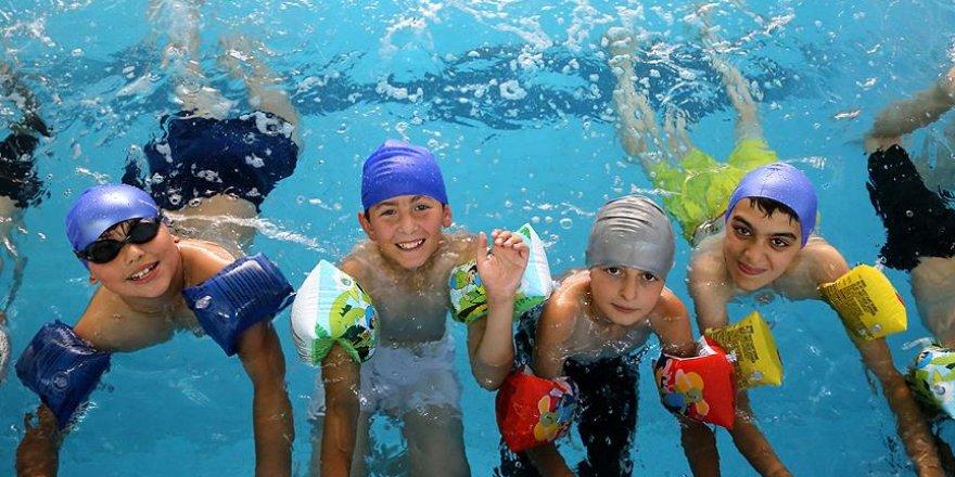 Denizsiz kentte geleceğin şampiyon yüzücüleri yetişiyor