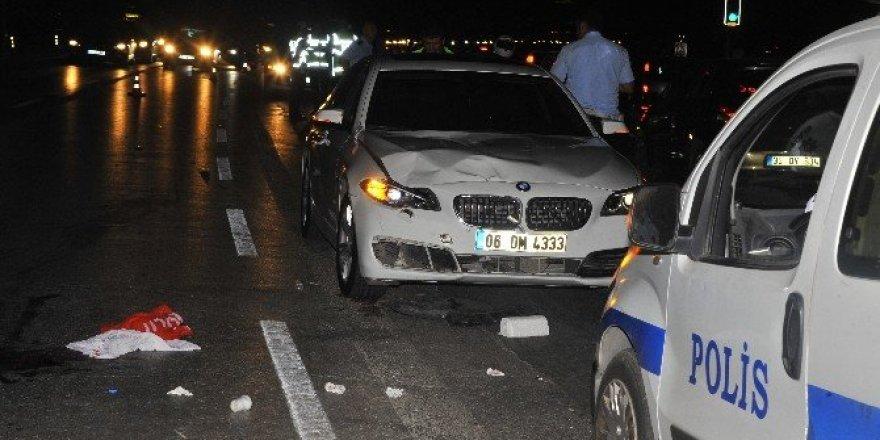 2 kişi otomobilin çarpmasıyla hayatını kaybetti