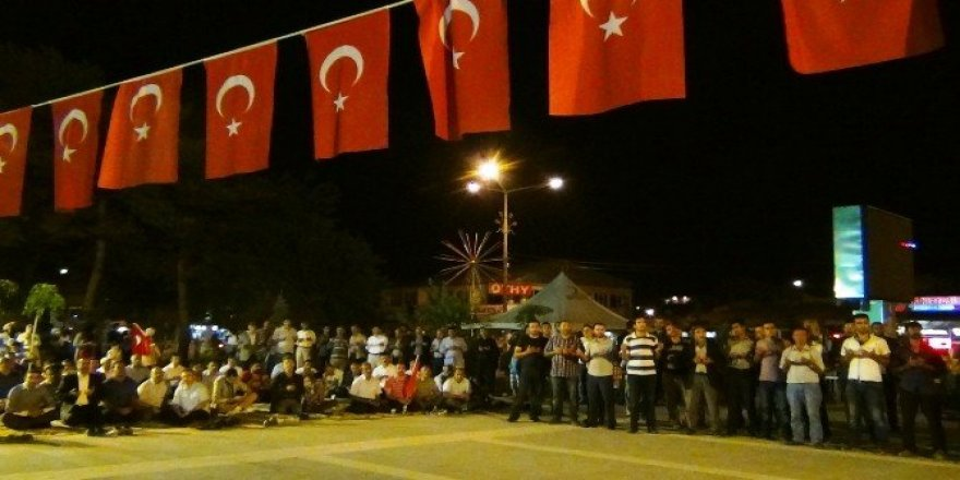 Erciş'te demokrasi nöbetine virgül konuldu