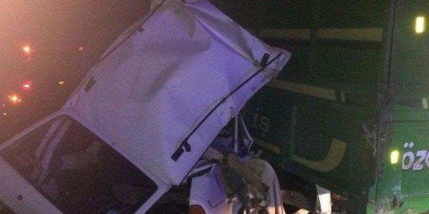 Otomobille biçerdöverin altına girdiler: 2 ölü