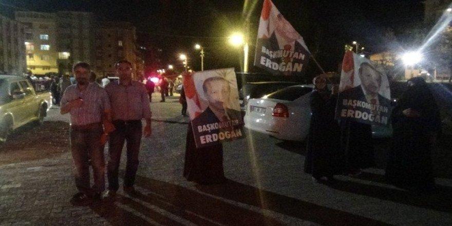 Güllüce İspir'de demokrasi nöbetinde