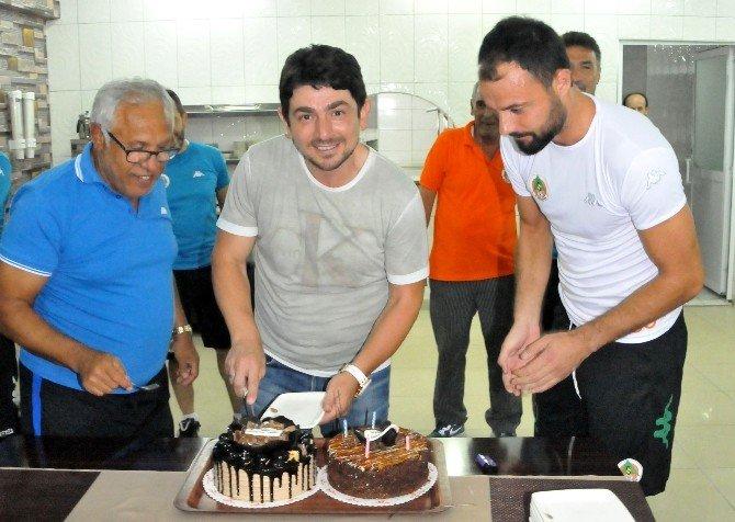 Alanyaspor'da Sportif Direktör Taner Savut'a doğum günü sürprizi