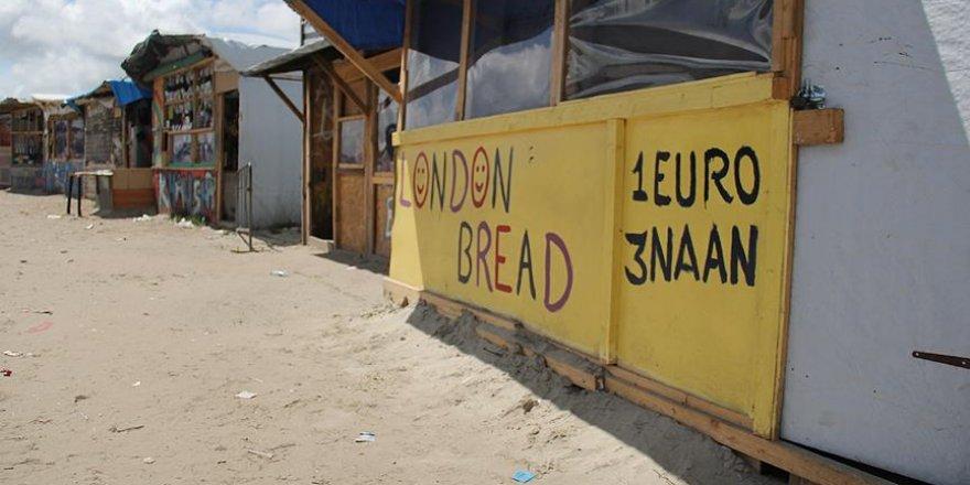 Fransa'da jungle sığınmacı kampındaki dükkanlar kapanmayacak
