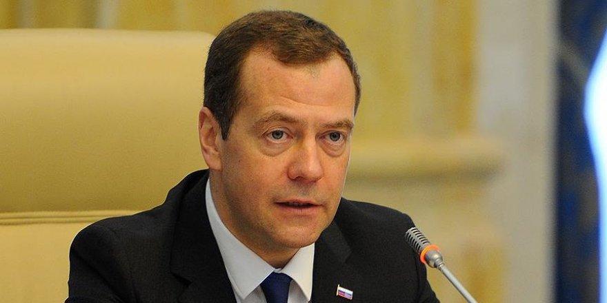 Medvedev: Rusya ile Ukrayna arasındaki ilişkiler tamamen kopabilir
