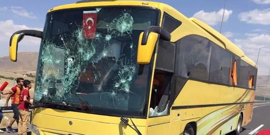 Galatasaray taraftarı Beşiktaşlılara saldırdı!