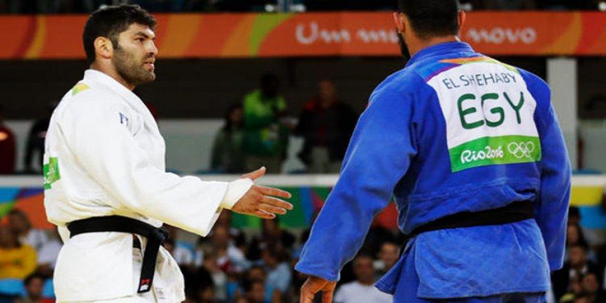 Rio'da iki ülkeyi karıştıran hareket!