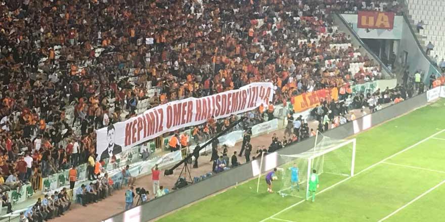 Galatasaray taraftarından Ömer Halisdemir pankartı!