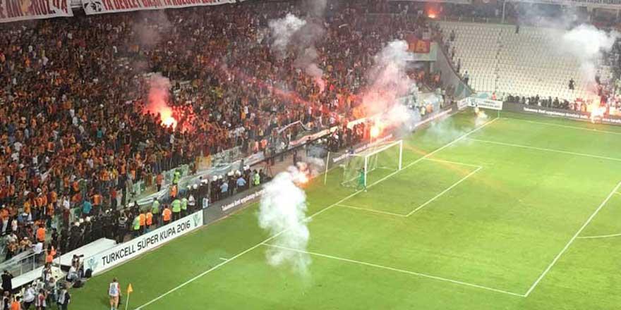 Galatasaray kalecisi Muslera kendi taraftarına sinirlendi!