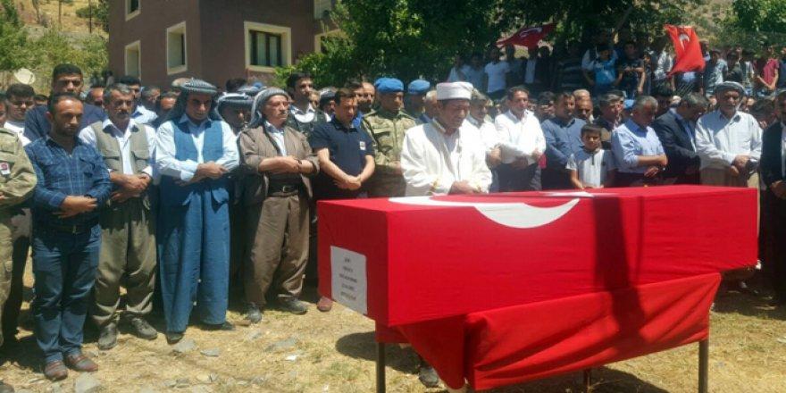 Teröristlerin öldürdüğü AK Partili başkan defnedildi