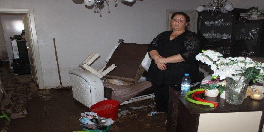 Sel felaketine evde yakalanan 4 kişi boğulmaktan son anda kurtuldu