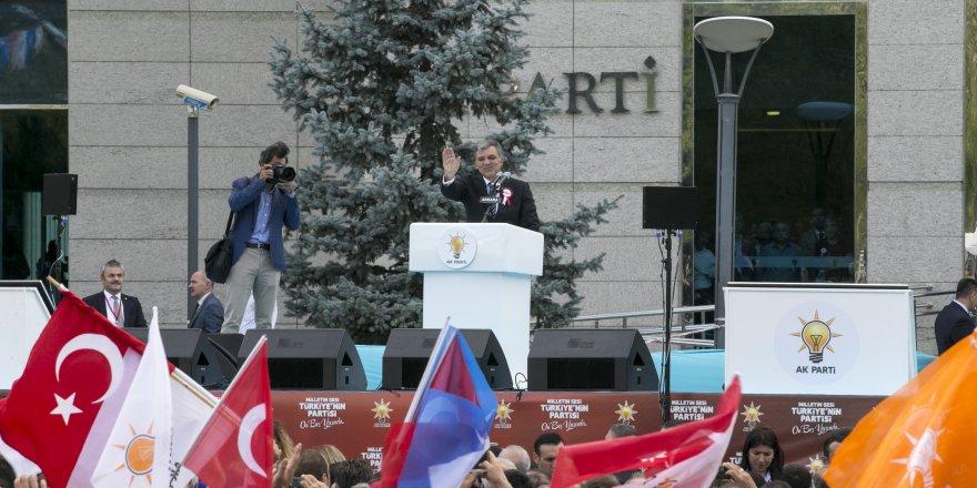 """Abdullah Gül: """"AK Parti, Türkiye'yi inanılmaz bir şekilde değiştirdi"""""""