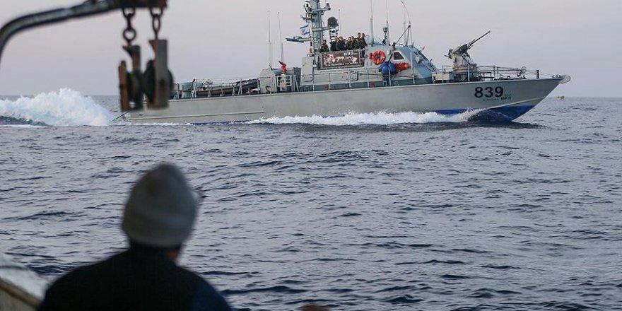 İsrail askerleri 5 Filistinli balıkçıyı gözaltına aldı